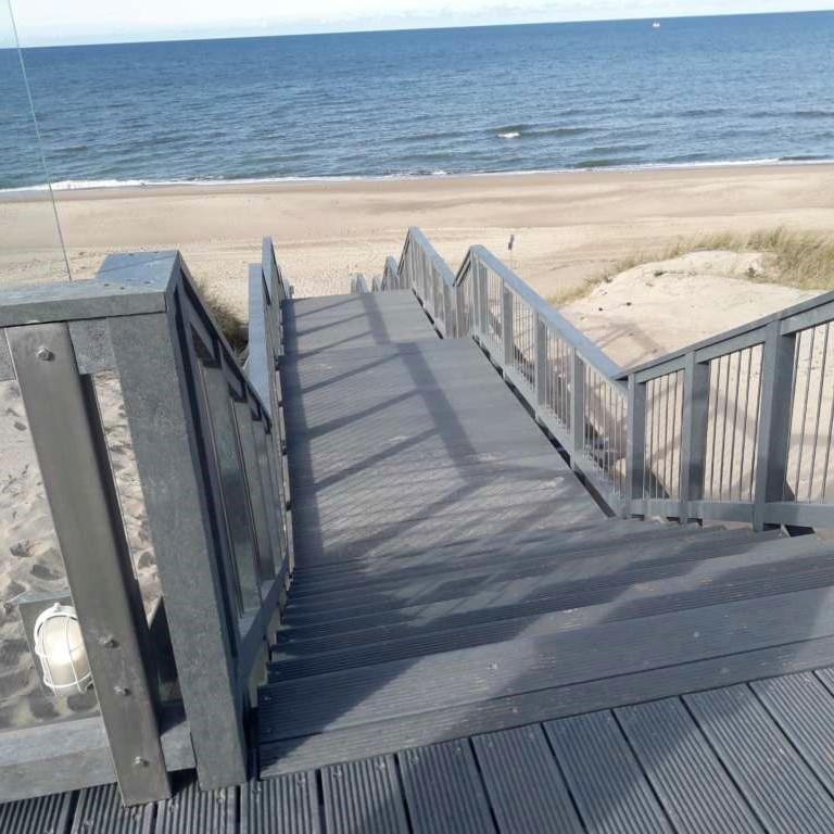 Długotrwałe zejścia na plaże i promenady